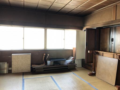 遺品整理中の部屋イメージ
